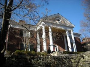 2427 Cherokee Parkway sold October 12, 2011 for $1,525,000