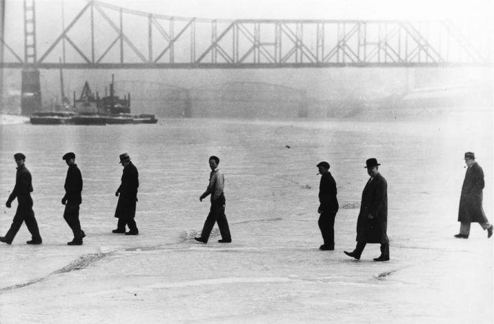 1917 Ohio River freeze - Photo courtesy of The Public Library of Cincinnati and Hamilton County